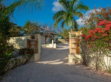 driveway-ambrosia-villa-87